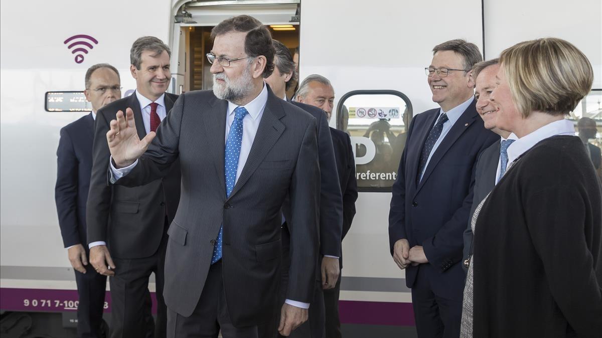 El presidente Mariano Rajoy durante la puesta en servicio del AVE entre Valencia y Castellón.