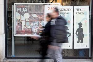 Promoción de hipotecas en una oficina bancaria de Barcelona.