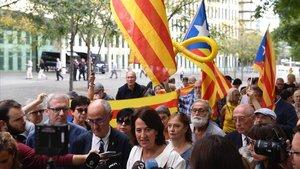 Protesta de simpatizantes de la ANC frente a la Ciutat de la Justícia de Barcelona, este miércoles.