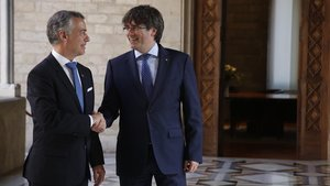 Puigdemont y Urkullu en Palau, en junio del 2017