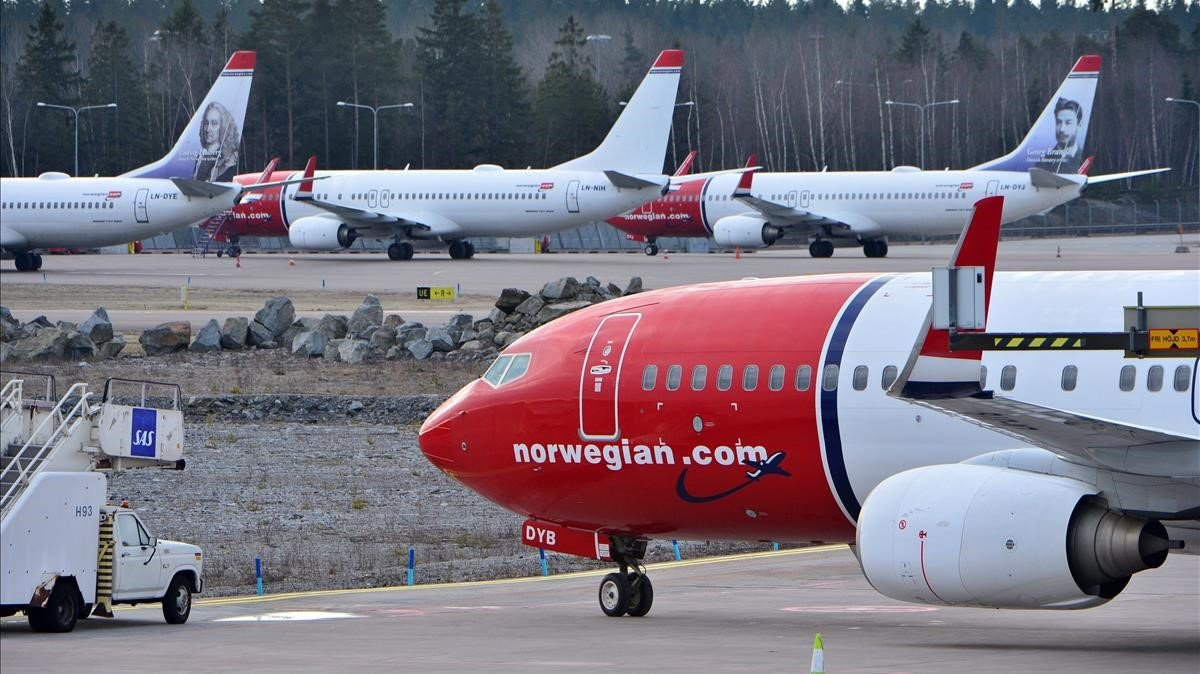 norwegian air boeing 737 max 800 difference between