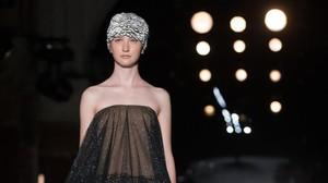 Una creación de Manuel Bolaño, durante la segunda jornada de la pasarela 080 Barcelona Fashion.
