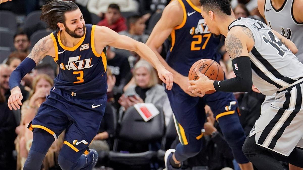 Ricky Rubio ante Danny Green, en el encuentro entre los Spurs y los Jazz.