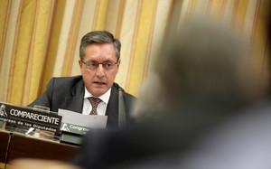 Santiago Menéndez, director general de la Agencia Tributaria, durante la comisión de Hacienda en el Congreso, el pasado mes de abril.