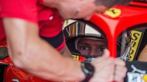 Sebastian Vettel, en el interior de su Ferrari, en el circuito de Hungaroring.