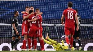 Los jugadores del Bayern celebran el segundo tanto ante el conjunto francés.