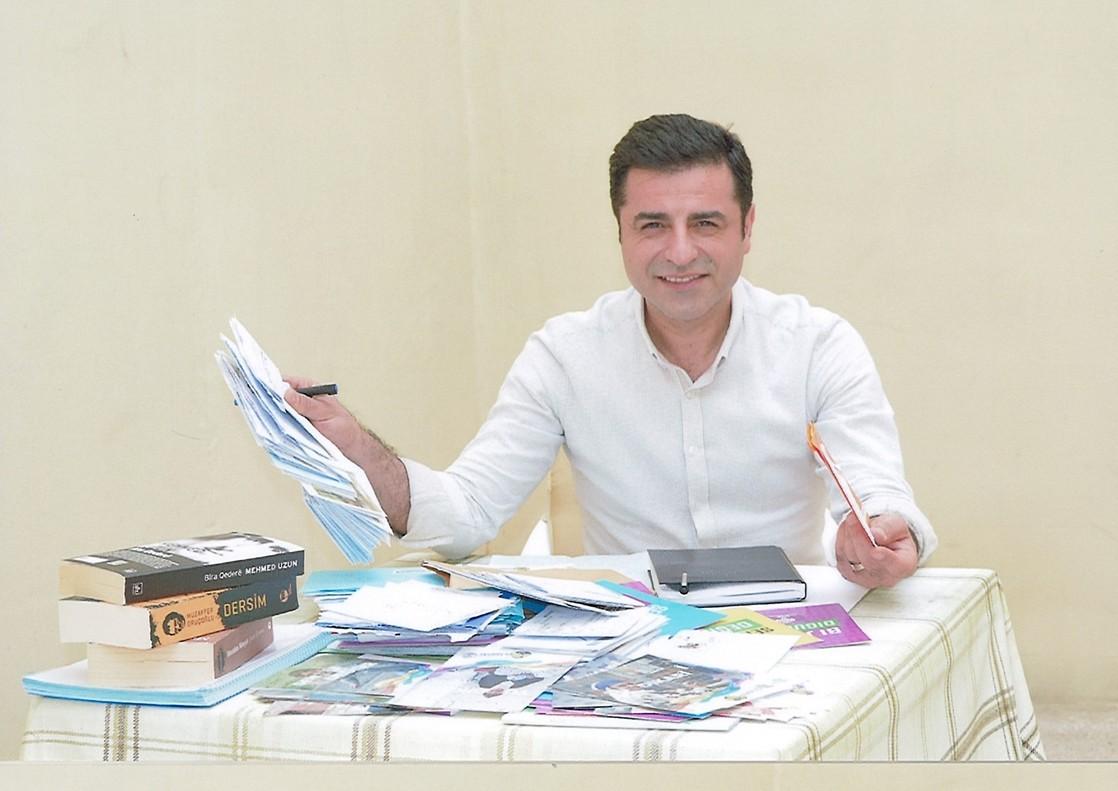 Selhehattin Demirtas escribe una carta desde la cárcel.