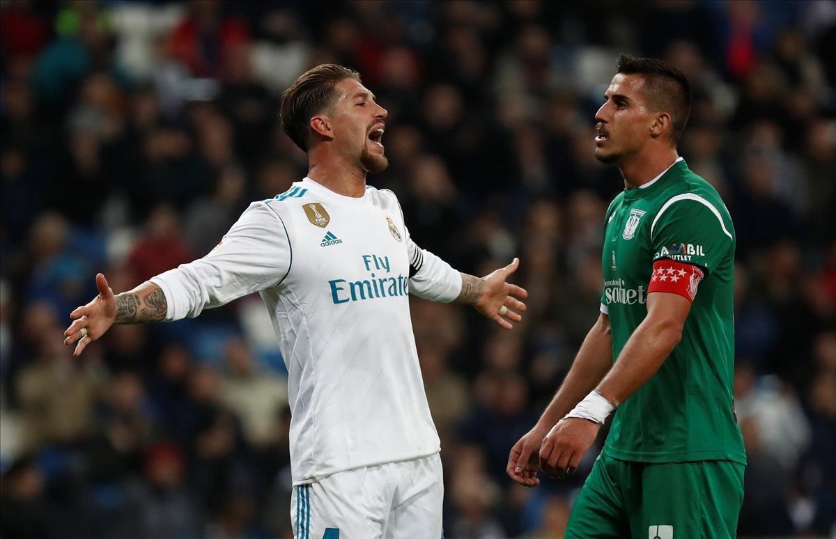 Sergio Ramos se lamenta durante el partido de vuelta contra el Leganés.