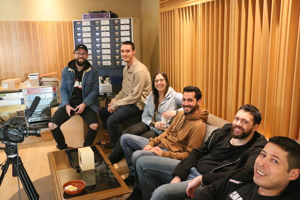 De izquierda a derecha, el cantante Sr Wilson, Danny Trees, Irie Nanara, Pablo Dread, Makka Dubba y Johann Hincapié.