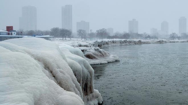 Una ola de frío polar congela el norte de Estados Unidos. En la imagen, el lago Michigan, en Chicago.