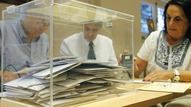 Los consulados abrirán el fin de semana para que los españoles en el extranjero puedan votar