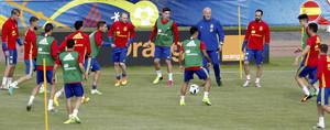 Vicente del Bosque y los jugadores en el entrenamiento del viernes en la Isla de Ré.