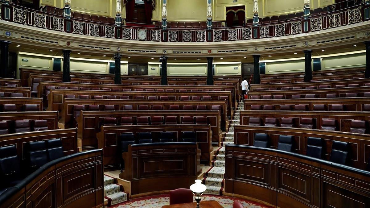 Vista del hemiciclo del Congreso vacío, en febrero, tras la última sesión previa a las pasadaselecciones generales.