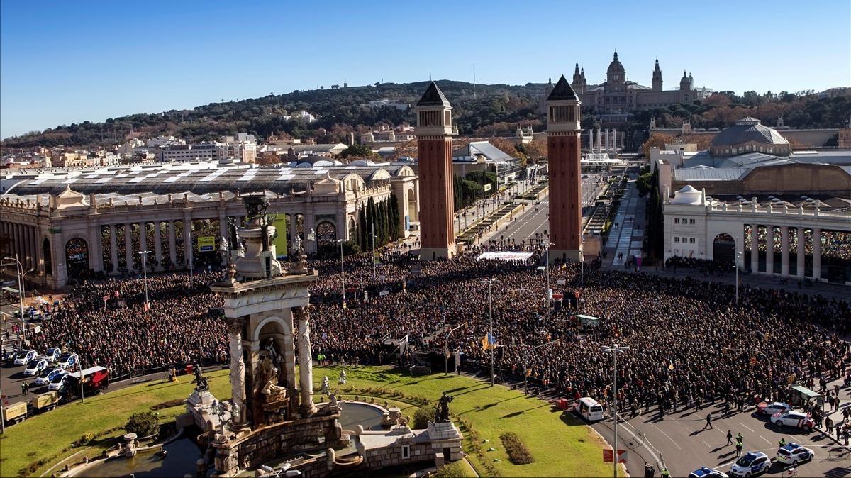 Vista de la plaza de Espanya durante el concierto por la libertad.
