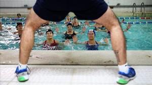 Clase de 'aqua gym' en el el gimnasio cooperativo Sant Pau, hace unos meses.