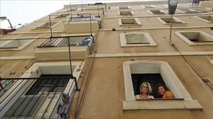 Una de las vecinas de la Barceloneta que denunció el realquiler del piso que había alquilado a un inquilino en la calle del Mar.
