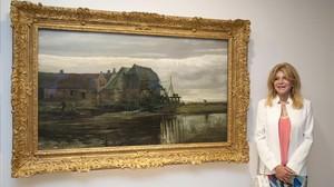 Carmen Thyssen, junto a un cuadro de Van Gogh de la nueva exposición temporal del Espai Carmen Thyssen de Sant Feliu de Guíxols.