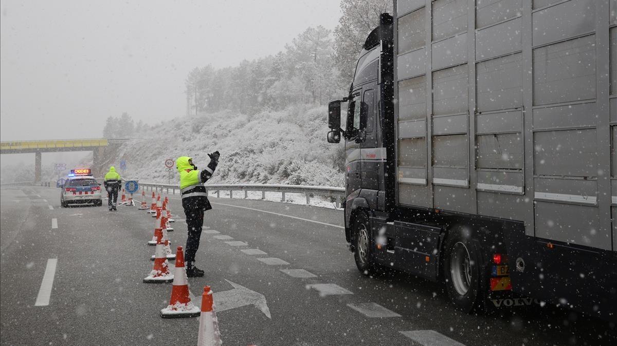 La Generalitat defensa el veto als camions a tot Catalunya per la nevada