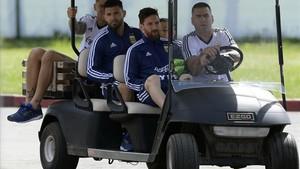Messi y Agüero, durante el traslado al entrenamiento en Bronnitsy, cerca de Moscú.