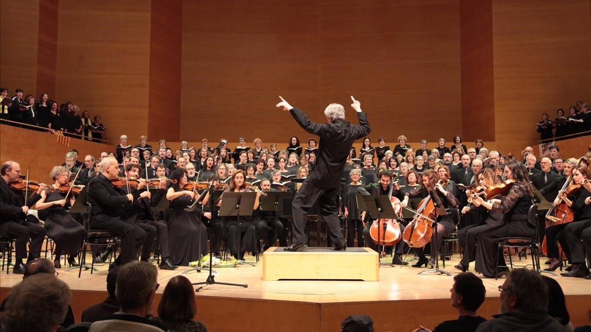 Edmon Colomer yla Orquestra de Cambra deGranollers, el pasado jueves, en el Auditori.