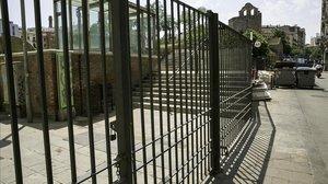 Los jardines de Sant Pau del Camp, cerrados bajo llave.