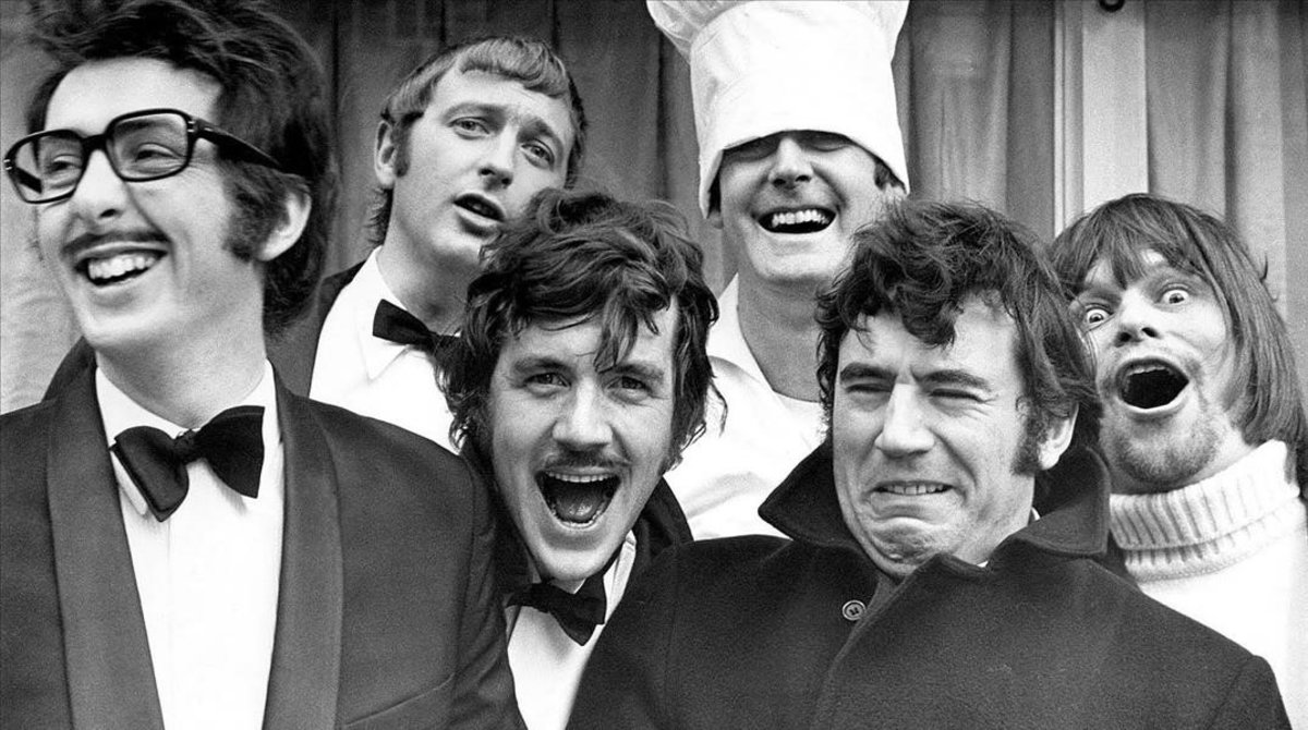 De izquierda a derecha, Eric Idle, Graham Chapman, Michael Palin, John Cleese, Terry Jones y Terry Gilliam.