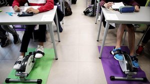 Un institut crea una aula amb pedals per fer activitat física durant les classes