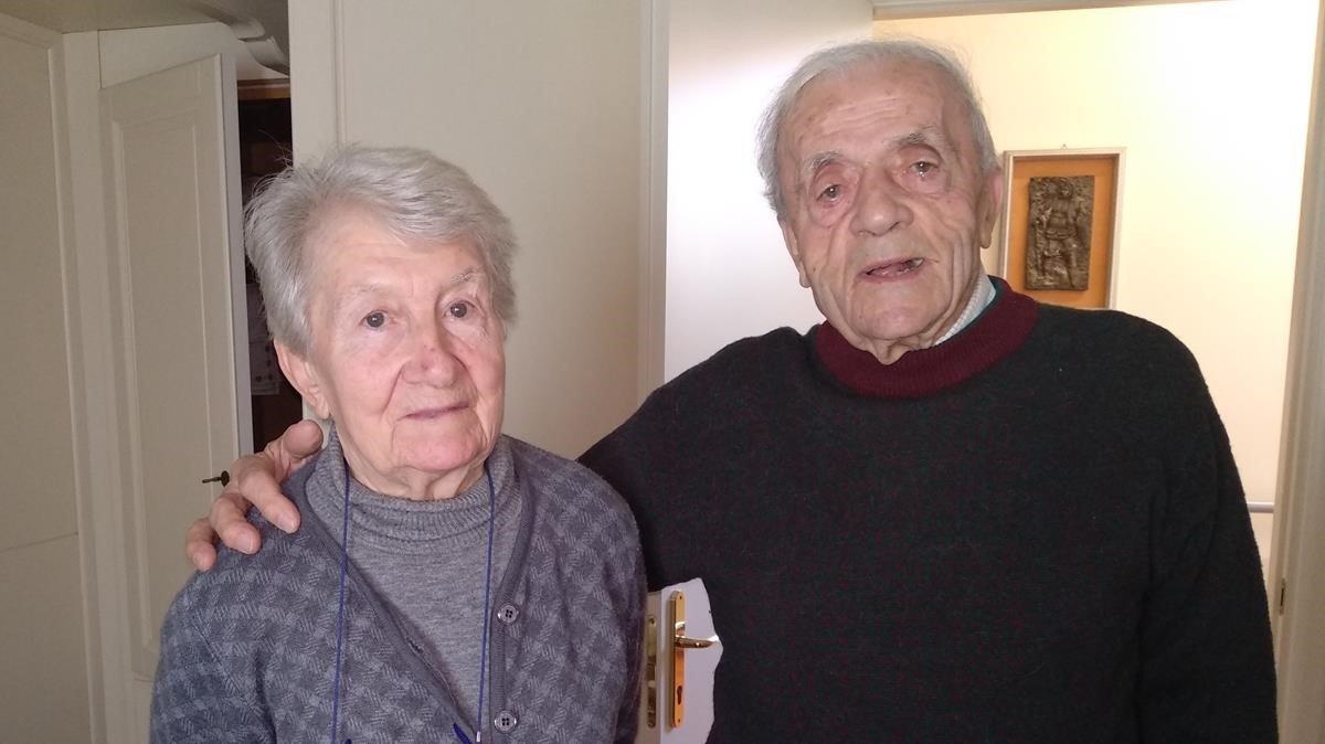 El cantante de ópera Beniamino Trevisi y su esposa Edda Mosconi, en el apartamento en el que viven dentro de la Casa Verdi de Milán.