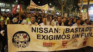 Protesta de los trabajadores de Nissan en plaza Catalunya.
