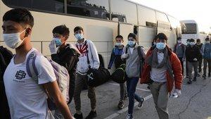 Grècia mourà 2.400 refugiats dels camps de les illes al continent