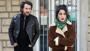 Édouard Baer y Leïla Bekhti en 'La lucha de clases'.