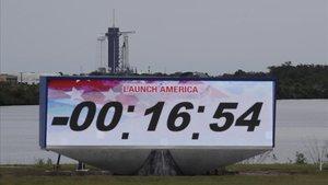 Cuenta atrás en la rampa de lanzamiento del 'Falcon 9', el miércoles por la noche.