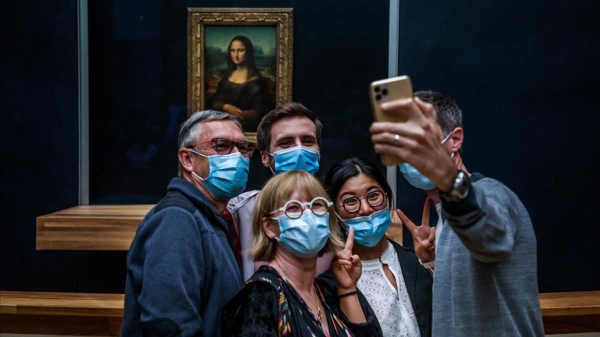 El Louvre de París reobre les seves portes sense el seu habitual públic estranger