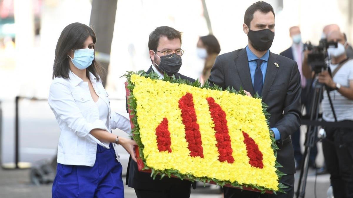La representación de ERC durante la ofrenda floral.