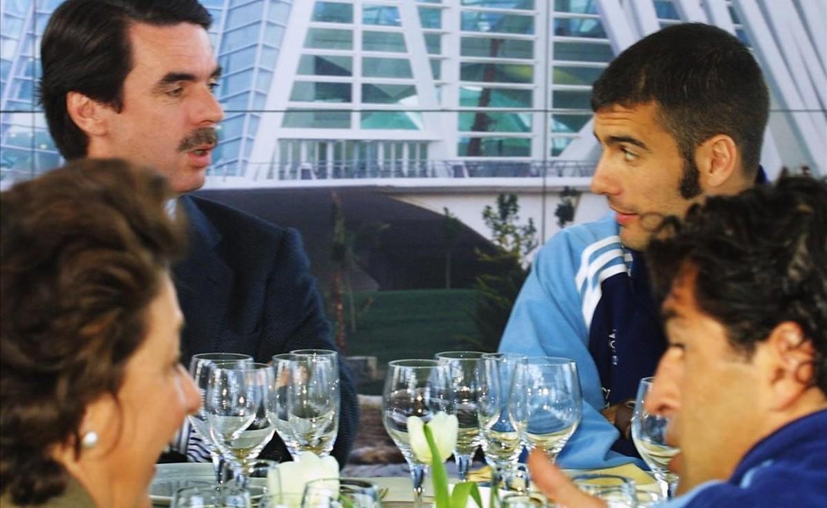 José María Aznar y Rita Barberá comiendo con Guardiola y Nadal, en marzo del 2001.