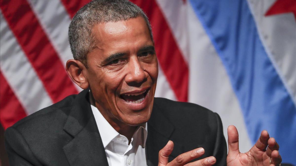 Obama, en su primer acto público tras dejar la presidencia de EEUU, en Universidad de Chicago, el 24 de abril.
