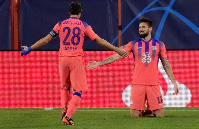 Giroud le hace cuatro goles a un Sevilla roto