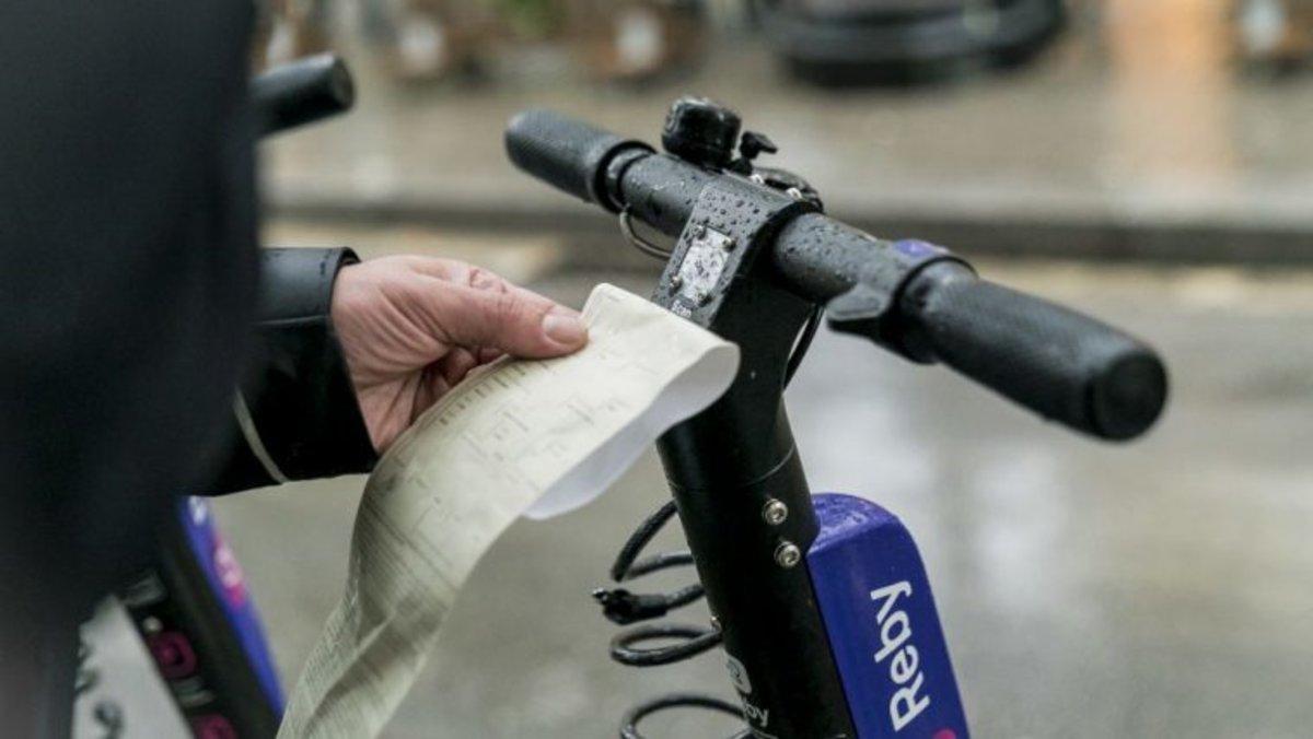 La Guardia Urbana de Barcelona ha reforzado el dispositivo para sancionar y requisar los vehículos de movilidad personal (VMP) de uso compartido que no disponen de licencia.
