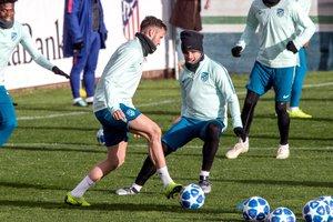 Griezmann (d) y Saúl durante el entrenamiento del Atlético de Madrid.