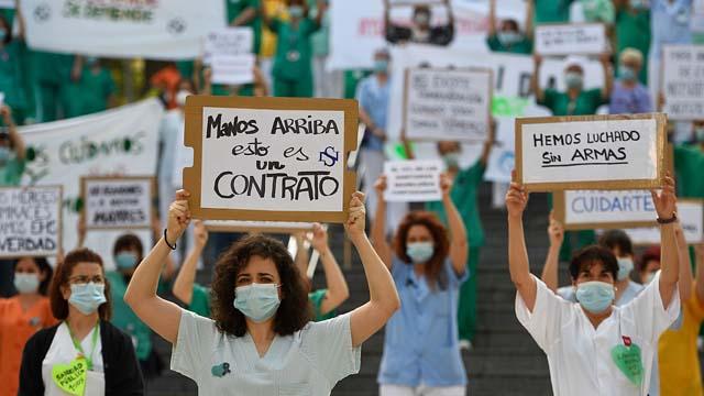 Sanitaris madrilenys surten al carrer a demanar millors condicions laborals