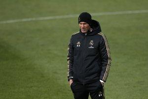 Zinedine Zidane durante el entrenamiento de este sábado del Real Madrid.