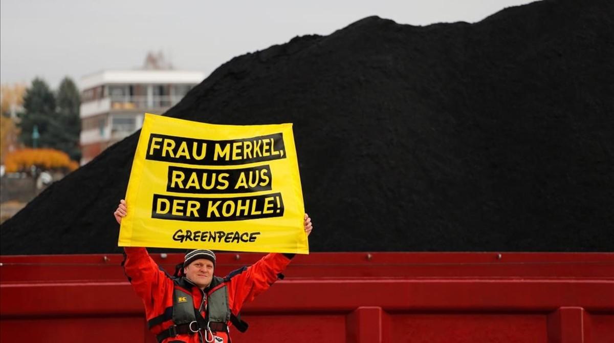 Protesta de Greenpeace contra el uso de carbón, durante la cumbre del clima de Bonn (COP23).