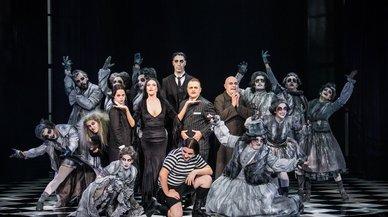 Una tarde y noche de Halloween con los personajes de 'La familia Addams'