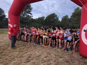 Atletas en la línea de salida en una de las carreras del XIX Cros Ciutat de Gavà de este domingo