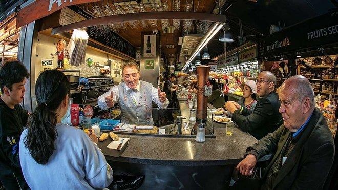 Juanito, el alma de Bar Pinotxo, en el mercado de la Boqueria.