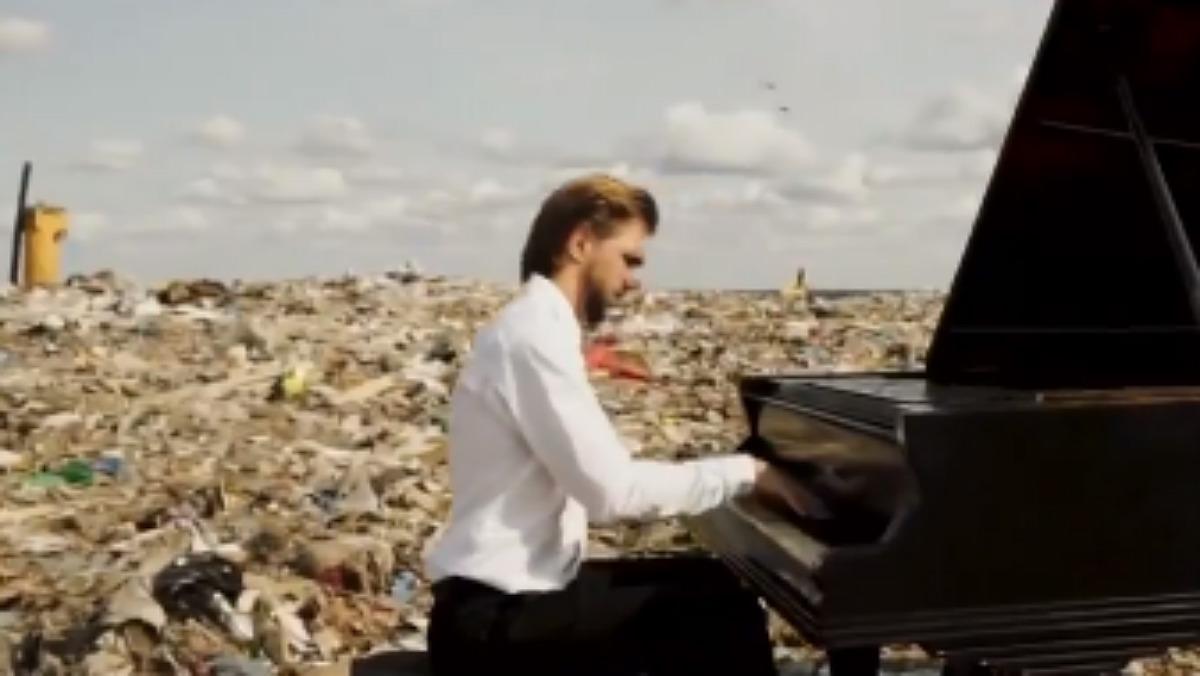 Concert en un abocador rus per conscienciar sobre la contaminació