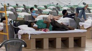 Camas de cartón habilitadas para enfermos en Nueva Delhi.