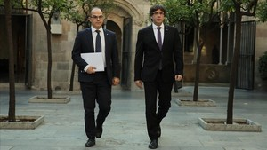 Carles Puigdemont i Jordi Turull antes de la reunion de Govern