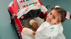 Carlota García Lara, la niña que necesita ayuda urgente para salvar sus extremidades.