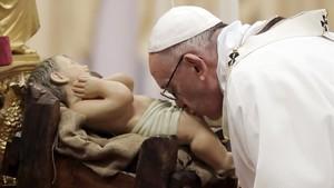"""El Papa recorda els que han de fugir dels """"Herodes de torn"""" en la missa del Gall"""
